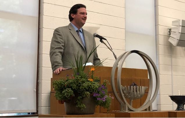 Rev. Stephen Robinson in pulpit